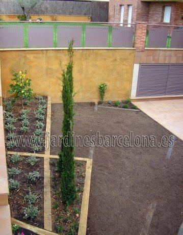 Construccion dise�o jardines jardin patio cubierta terraza Barcelona riego cesped plantas pavimento valla pergola muebles jardineria jardineros Esplugues Sant Cugat Valles Tiana Alella Premia Cabrera  Maresme Badalona
