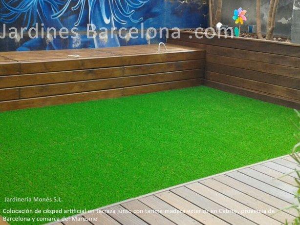 Jardineria Mon�s ha instalado este c�sped artificial combinado con tarima de madera en Cabrils, porvincia de Barcelona y comarca del Maresme