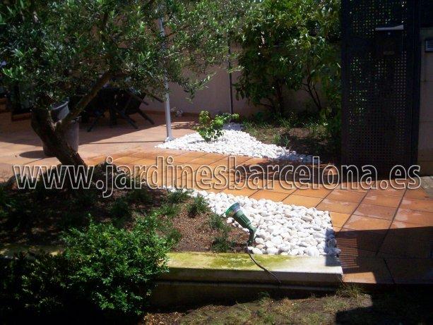 Construccion dise�o jardines jardin patio cubierta terraza Barcelona riego cesped plantas pavimento valla pergola muebles jardineria jardineros Martorelles Sant Cugat Valles Tiana Alella Premia Cabrera  Maresme Badalona