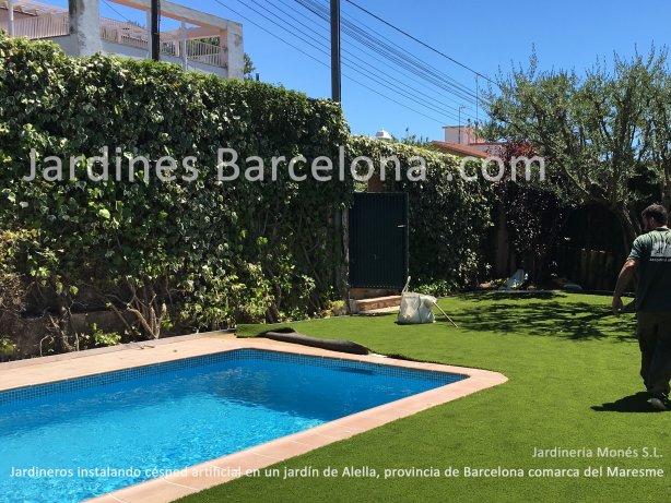 Los jardineros de Jardineria Mon�s han instalado este c�sped artificial sobre saul� compactado con malla antihierbas en Alella, provincia de Barcelona y comarca del Maresme